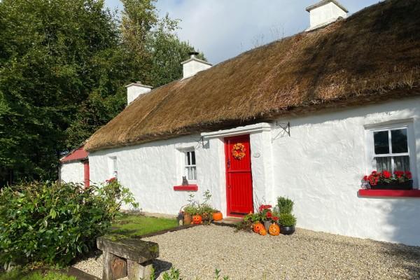 Small cottage GIANT Welcome, Céad Míle Fáilte